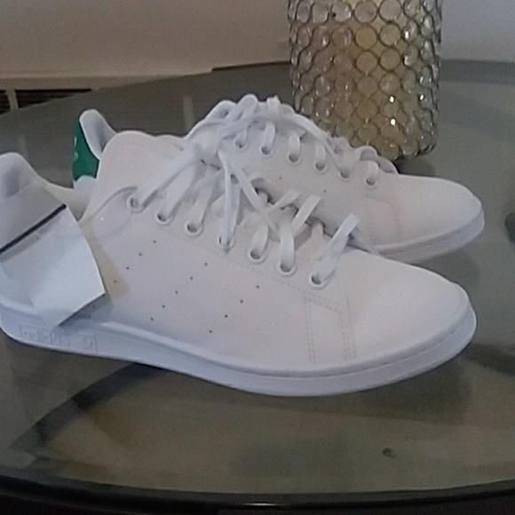 le adidas stan smith 65 60 poshmark